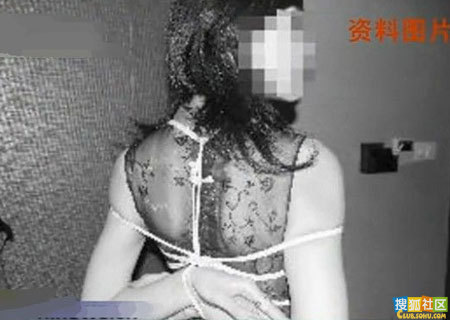 """成都变态男虐待女友逼穿""""铁内裤""""(图)"""