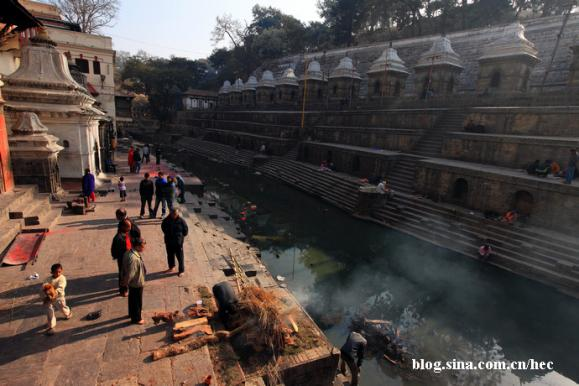 尼泊尔骇人恐怖的火葬—世界奇闻